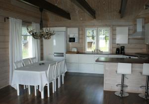 A kitchen or kitchenette at Arctic Villa @ Norvajärvi