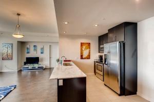 A kitchen or kitchenette at BEST LUXURY 2B/2B W Views