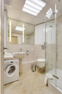 A bathroom at Modern Moscow Comfortable Apartment