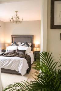 A bed or beds in a room at Carlingford Sea Cottage