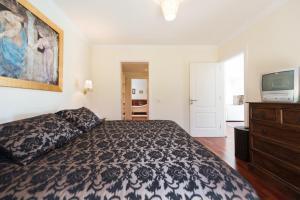 Een bed of bedden in een kamer bij LUXURY VILLA PRIVATE POOL