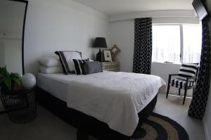 A bed or beds in a room at Marriner Views