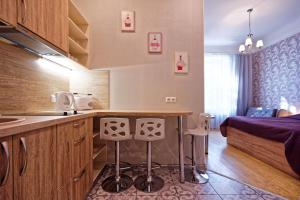 A kitchen or kitchenette at RIGAAPARTMENT Gertruda Apartments & Restaurant