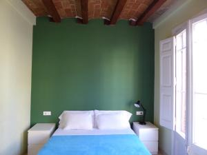 A bed or beds in a room at ApartEasy - Gracia Apartments