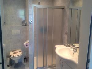 Ein Badezimmer in der Unterkunft Haus Lisi
