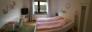 A bed or beds in a room at Köln Appartement