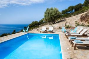 Бассейн в Myrtos View Apartments или поблизости