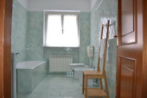 Ein Badezimmer in der Unterkunft A pochi passi