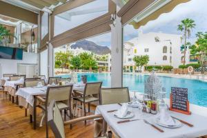 Un restaurant u otro lugar para comer en Sunset Harbour Club By Diamond Resorts