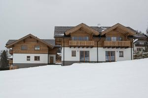 Ski in/Ski out Chalets Tauernlodge by Schladming-Appartements v zimě