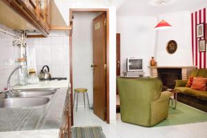 A kitchen or kitchenette at Apartamento do Arquivo