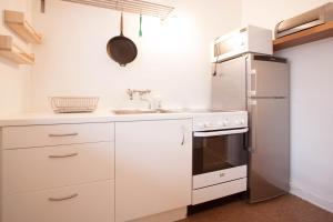 A kitchen or kitchenette at GreenKey Apartment R44