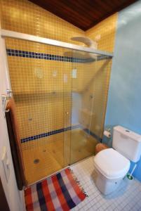 A bathroom at Vila Saco Da Capela Ilhabela