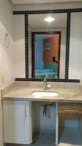 A bathroom at Apartamento Enseada Residence