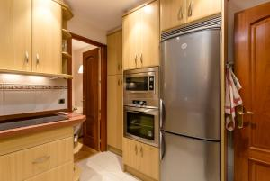 A kitchen or kitchenette at Barcelona4nights Royal Gracia