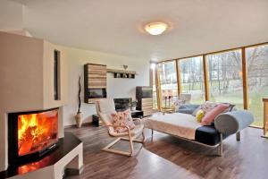 Ein Sitzbereich in der Unterkunft Ferienwohnung Neuheim