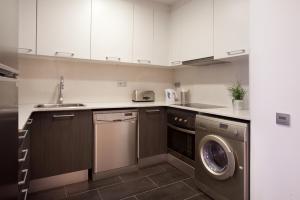 Küche/Küchenzeile in der Unterkunft Blackandwhitehome Gracia