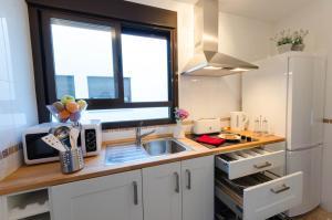 A kitchen or kitchenette at Apartamentos Turísticos Duque de Hornachuelos