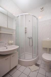 A bathroom at Apartment Jelsa 538c