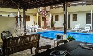 A piscina localizada em Novo Hotel Senhor dos Mares ou nos arredores