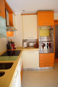 A kitchen or kitchenette at Beach House - Carcavelos