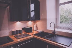 A kitchen or kitchenette at Apartment D