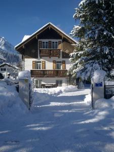 Haus Schweigart im Winter