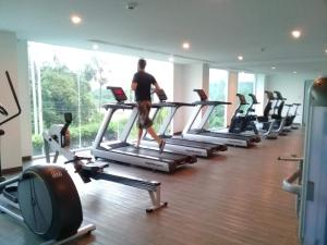 The fitness center and/or fitness facilities at Amazon Residence Condo by Wannapa