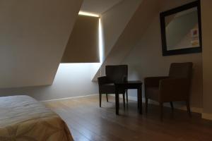 Ein Sitzbereich in der Unterkunft Apartahotel Villa de Parla