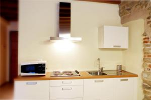 A kitchen or kitchenette at Home Sweet Home Independent Apartments
