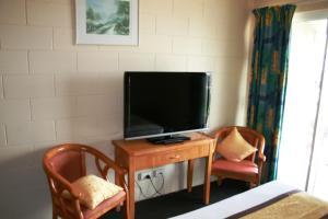 A television and/or entertainment center at Luma Luma Holiday Apartments