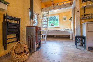 Ein Etagenbett oder Etagenbetten in einem Zimmer der Unterkunft House Gabrijel
