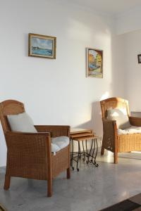 A seating area at Sea View Apartment