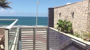 A balcony or terrace at Flat na Barra Frontal Mar