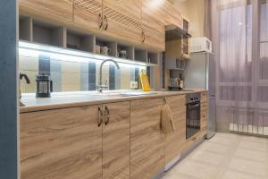 A kitchen or kitchenette at Apartment on Kostromskaya 177/6