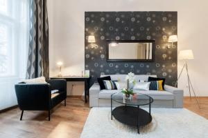 """A seating area at """"New York Cafe"""" Boutique Apartment"""