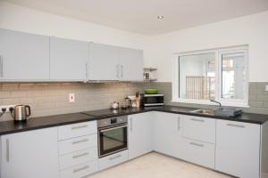 A kitchen or kitchenette at Killyleagh Cove