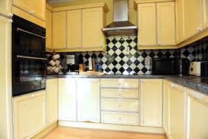 A kitchen or kitchenette at Warren