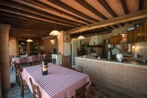 Ein Restaurant oder anderes Speiselokal in der Unterkunft Colle Cavalieri - Country House
