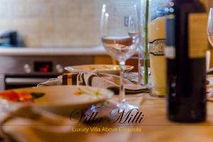 A restaurant or other place to eat at Villa Milli