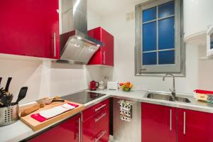 A kitchen or kitchenette at Barcelona 54 Apartment Rentals