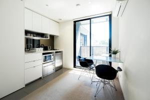 Una cocina o zona de cocina en Mono Apartments on Franklin Street