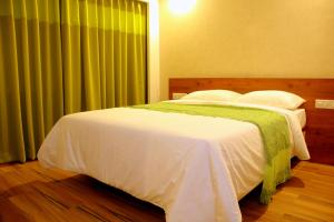 A bed or beds in a room at BonzaiStay