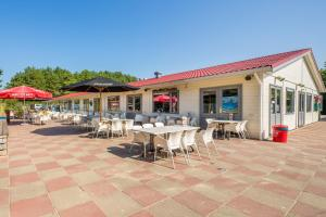 A restaurant or other place to eat at Roompot Kustpark Egmond aan Zee