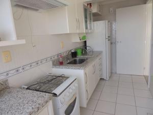 A kitchen or kitchenette at Linda Cobertura!!! 3 Qts Esplanada do Rio Quente