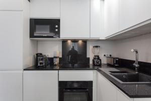 A kitchen or kitchenette at Palladium