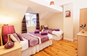 A bed or beds in a room at Kerry Holiday Homes at the Killarney Holiday Village