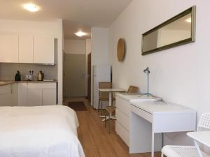 A kitchen or kitchenette at i Apartments Budapest H25