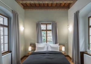 Кровать или кровати в номере 3 Epoques