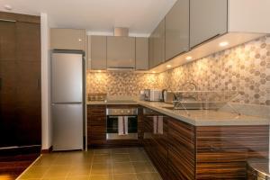 Kitchen o kitchenette sa CDP Apartments -106 Queen Victoria